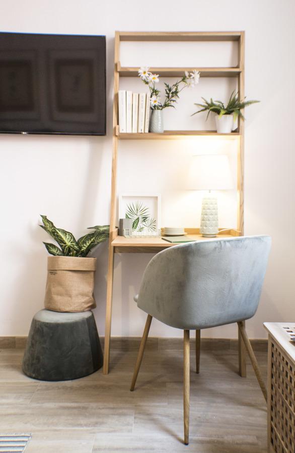 Detalle mueble escritorio en salón