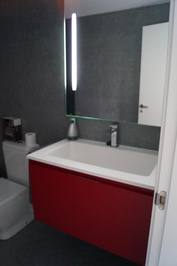 Detalle mueble rojo