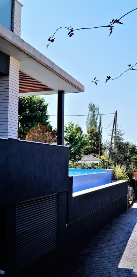 Detalle piscina desbordante
