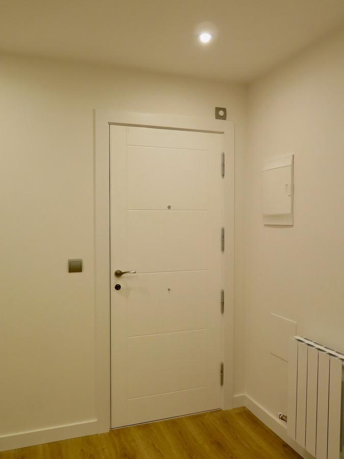 Detalle plafonado puerta de entrada.