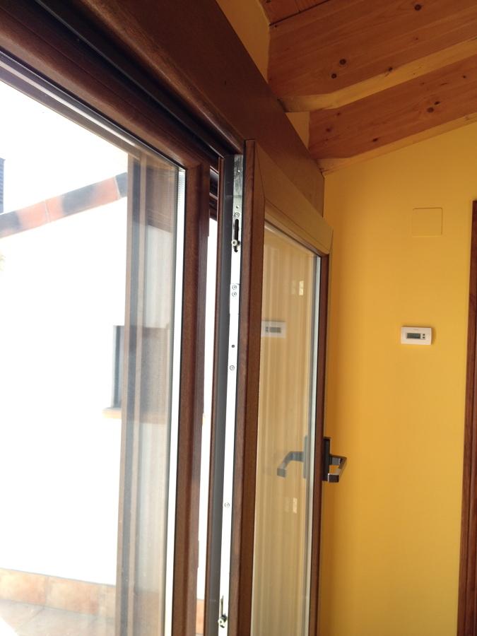 Detalle puerta oscilo-paralela