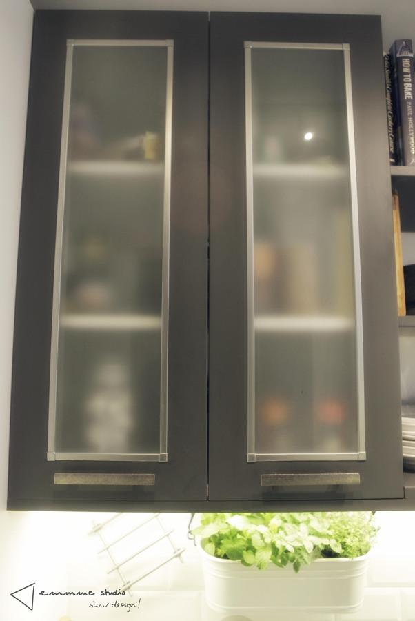 La cocina de Ana y Paul por emmme studio: Detalle puertas cristal