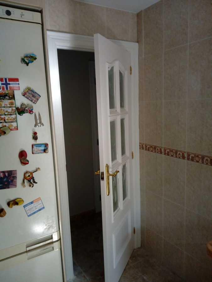 Detalle puertas lacadas y marcos esmaltados