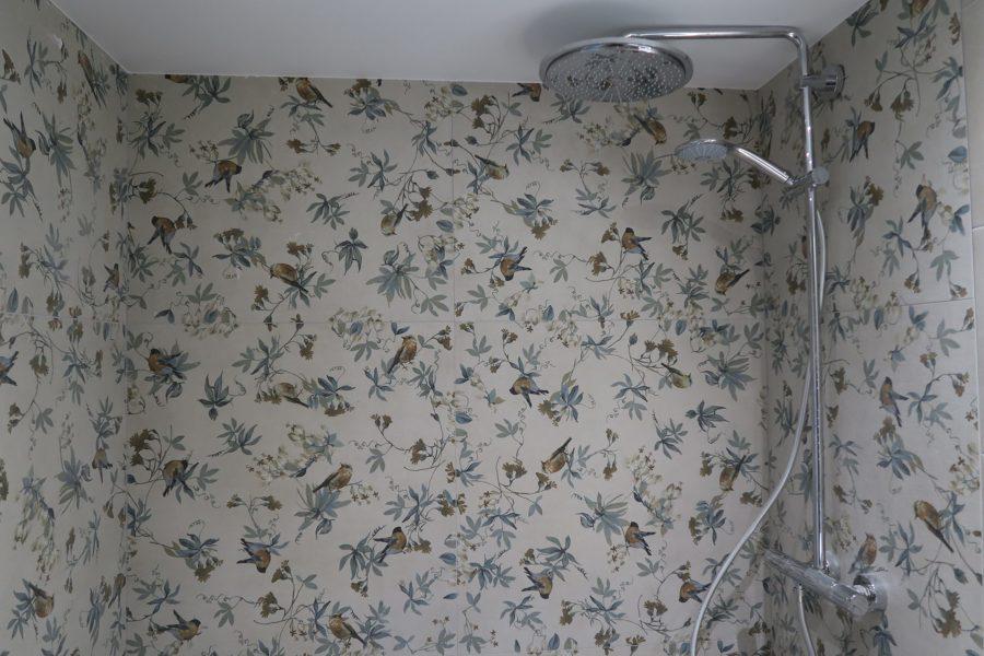 Detalle revestimiento del baño