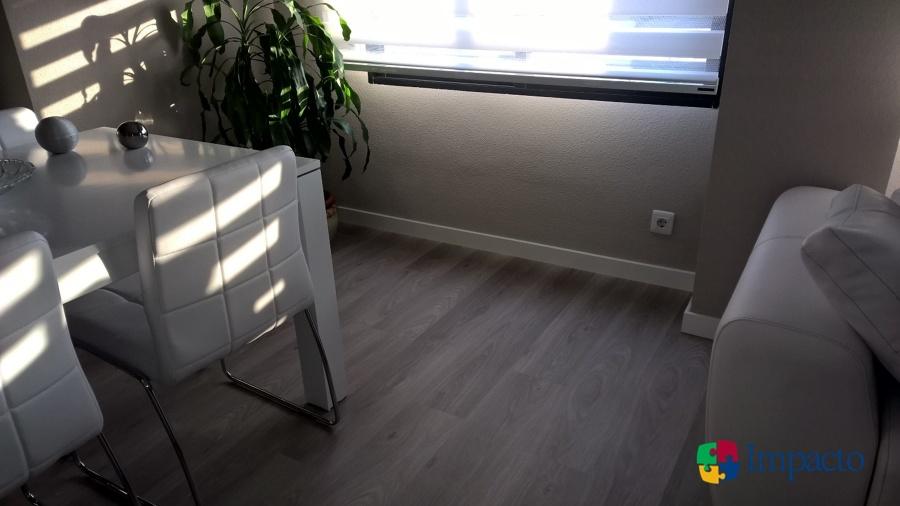 detalle suelo con remate rodapie lacado blanco