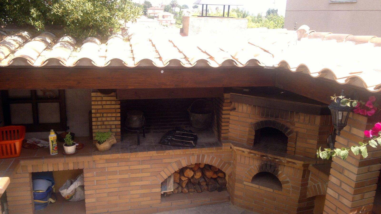 Foto detalle tejado teja arabe de construccions i for Tejados de madera y teja