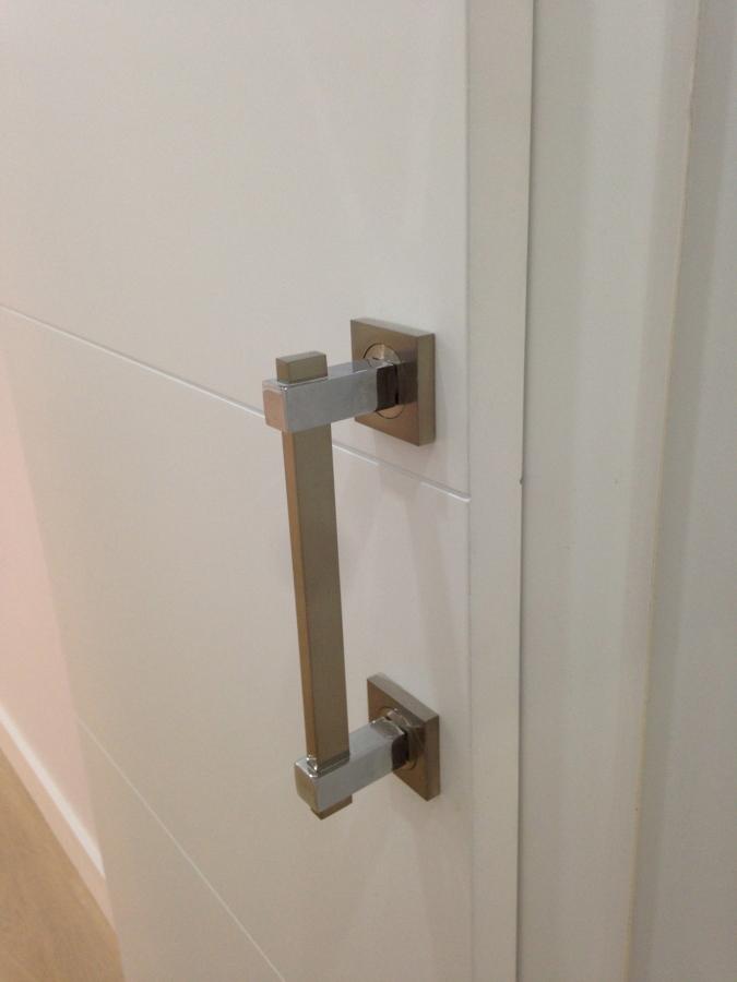 foto detalle tirador puerta corredera de visualizas