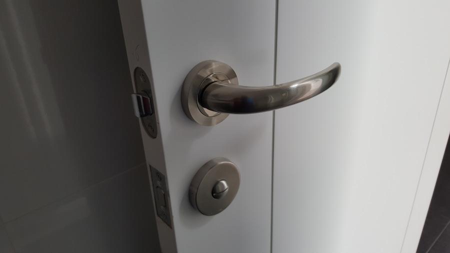 Detalle tirador puerta de paso