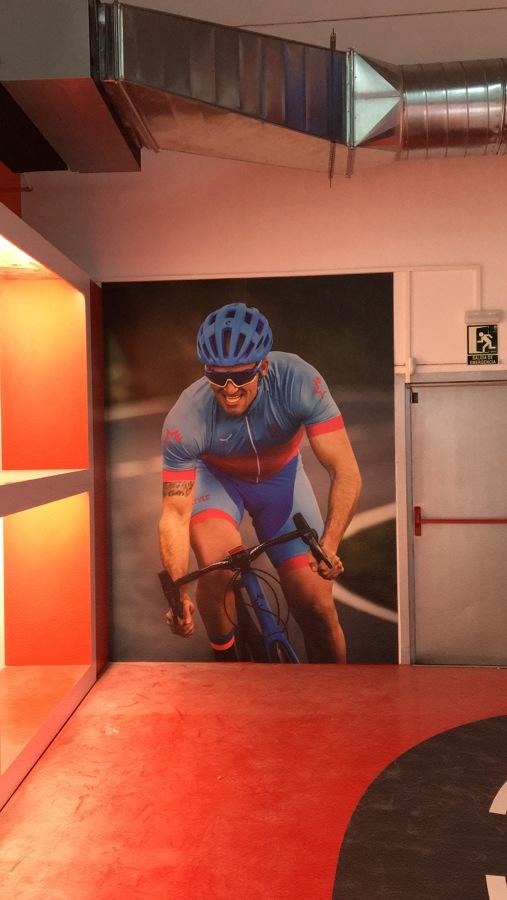 Detalle vinilo foto en tienda de bicicletas