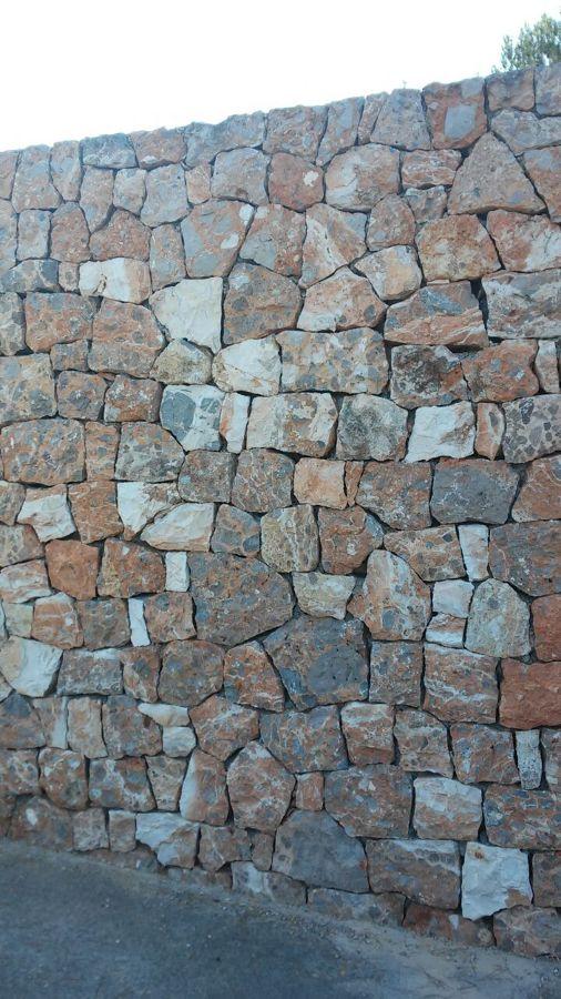 Trabajos pared de piedra viva zona ajardinada en ibiza - Tipos de mamposteria de piedra ...