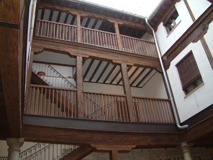 Detalles de estructura de madera recuperada