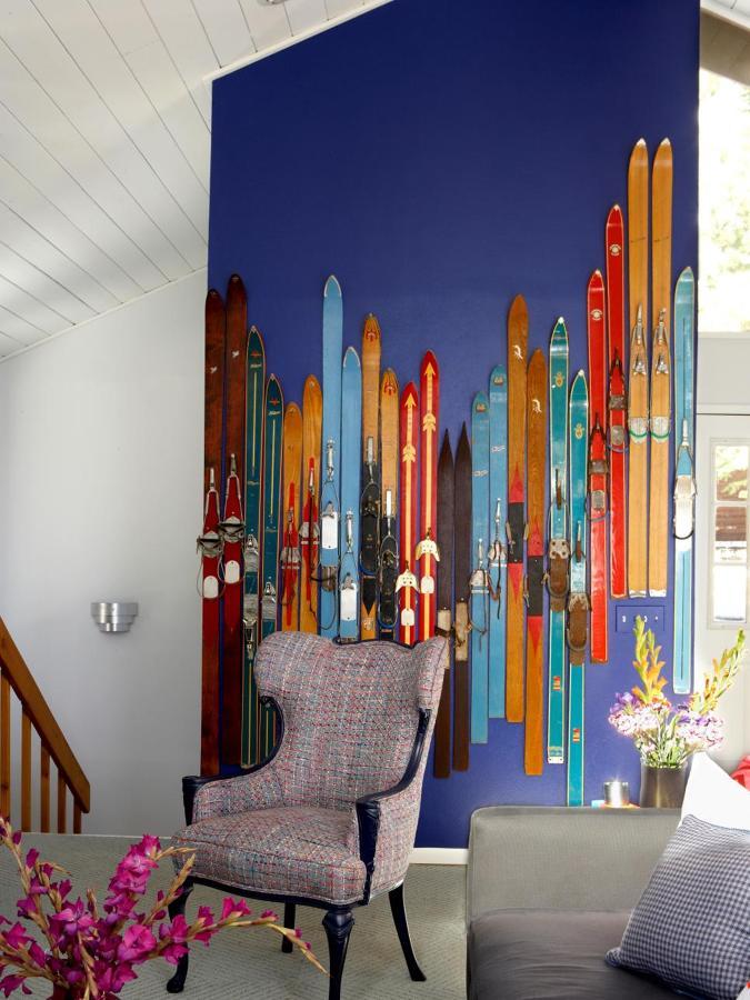 esquís como cubierta de una pared