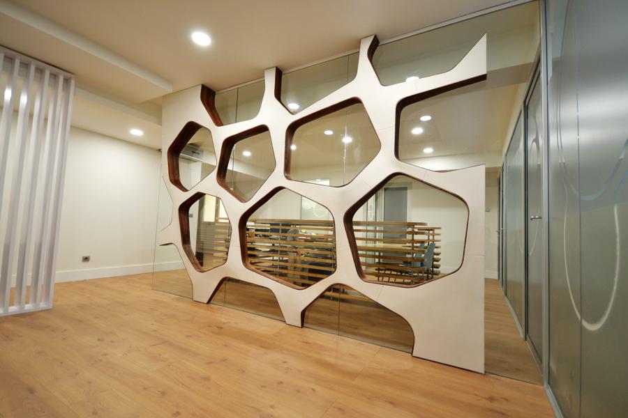 Diseño de sala de espera y recepción. Elementos Arquitectónicos Personalizados
