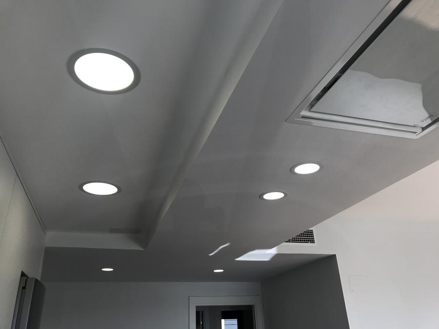Diseño de techos, cambio de alturas y luminarias