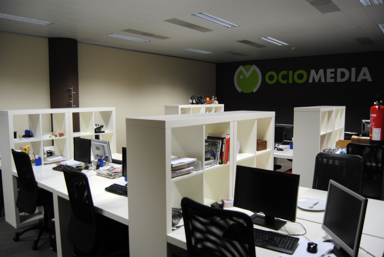 Dise o oficinas grupo itnet de 800 m2 ideas decoradores for Internet para oficinas