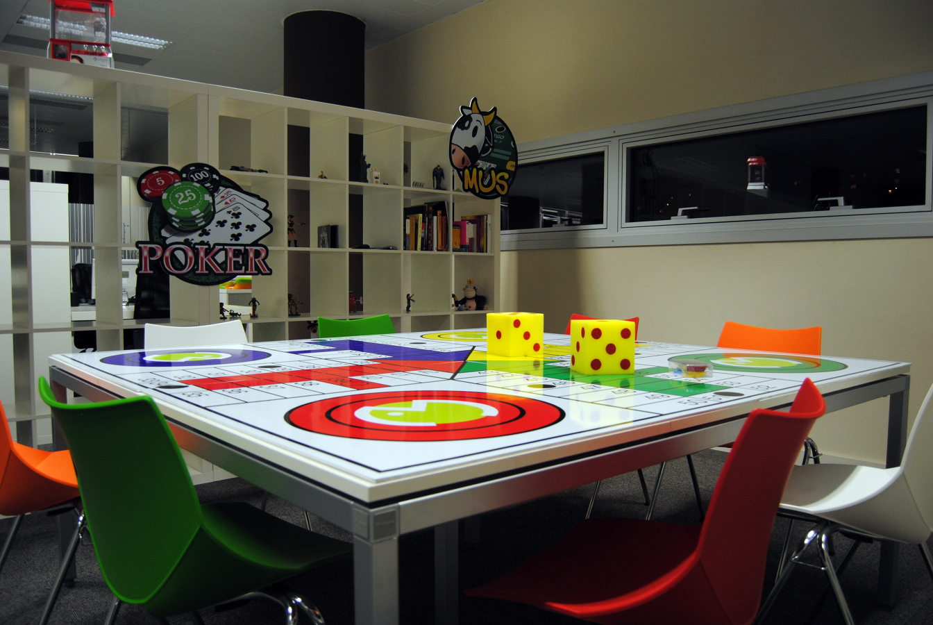 Dise o oficinas grupo itnet de 800 m2 ideas decoradores for Oficinas de pelayo en barcelona