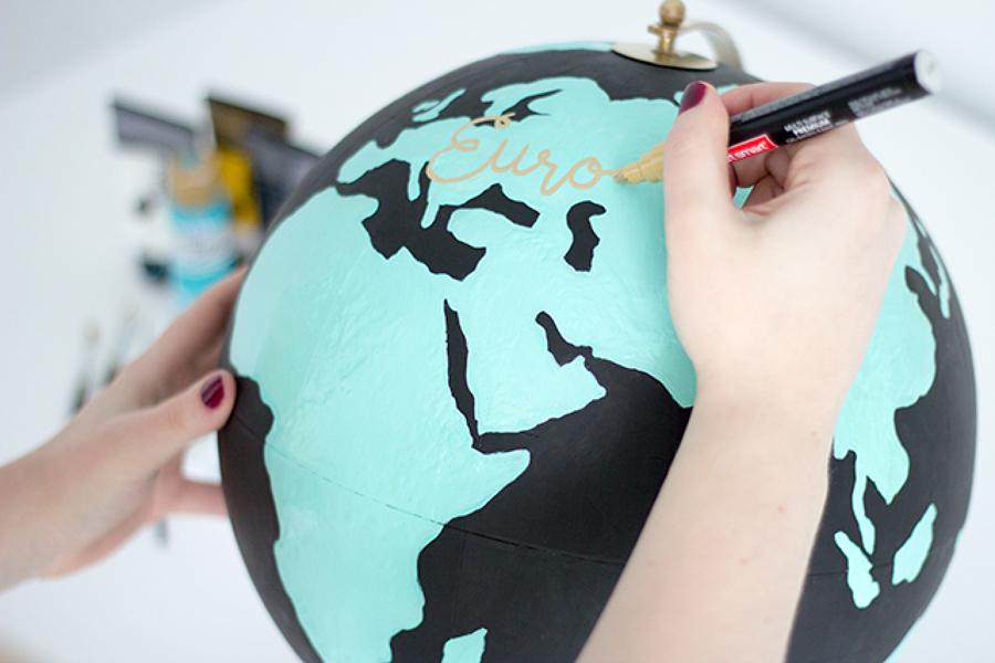 diy globo terráqueo pintado