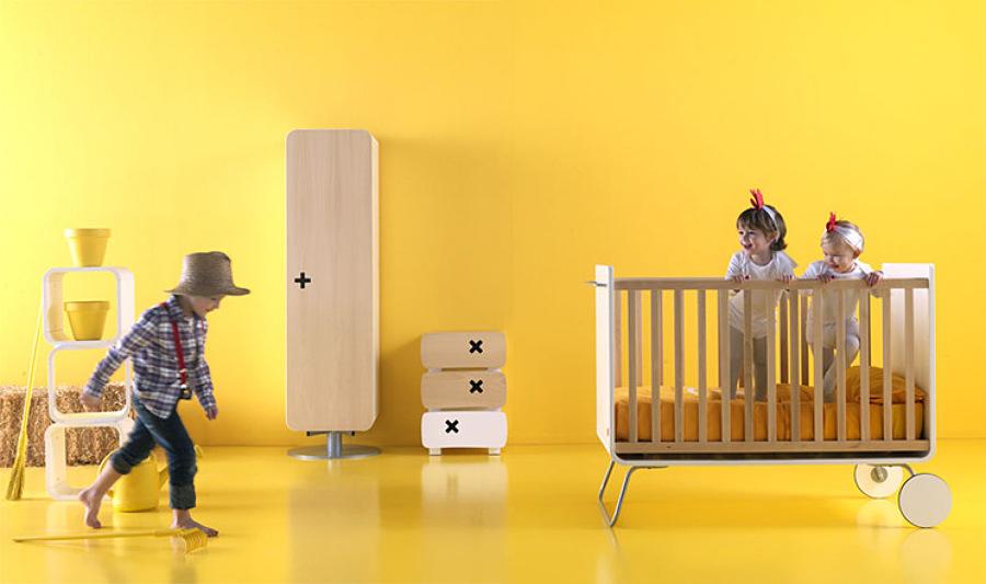 domitorio infantil madera y amarillo