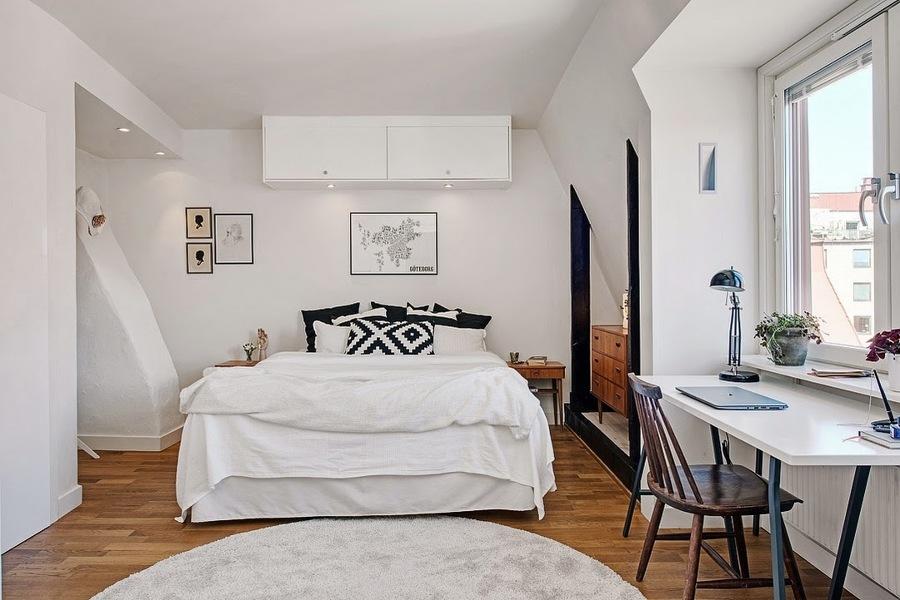 dormitorio blanco con parquet