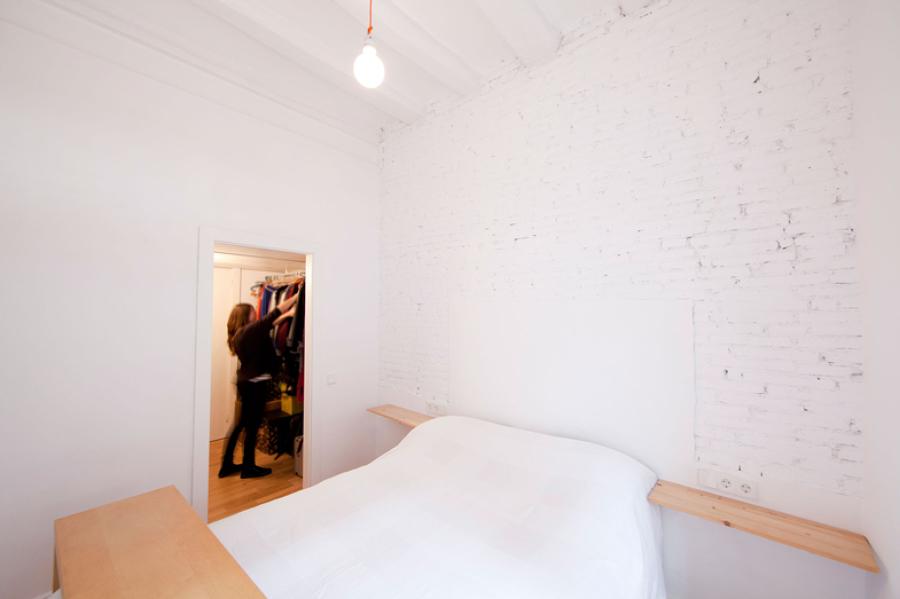 Dormitorio blanco con vestidor