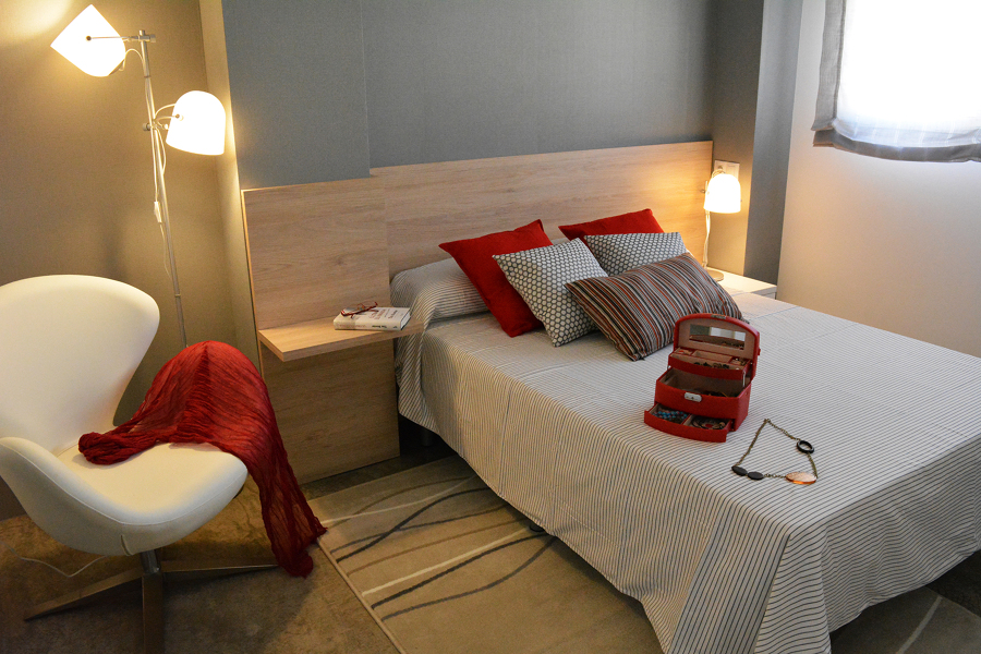Dormitorio cabecero madera