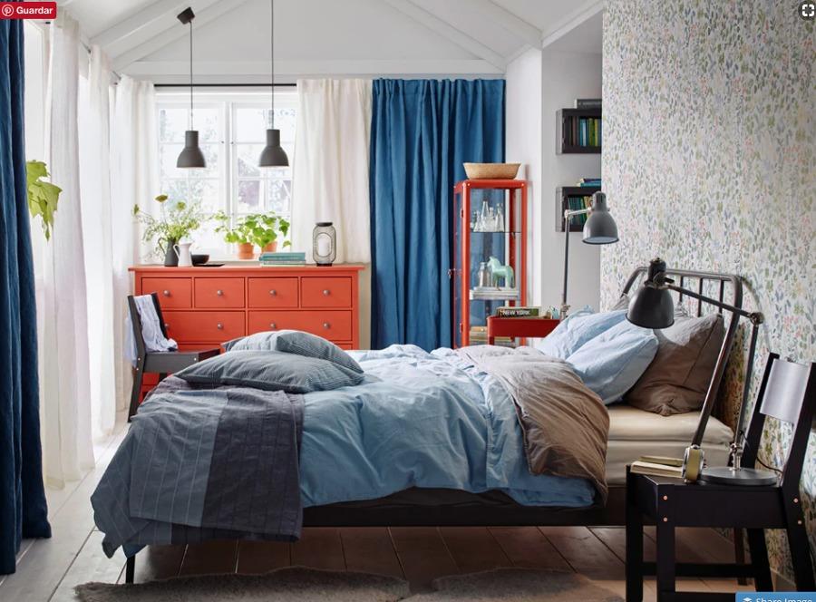 Dormitorio clásico con muebles y colchón de IKEA
