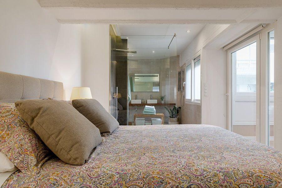Dormitorio con aseo comunicado a través de la ducha
