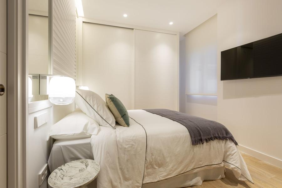 Dormitorio con baño ensuite