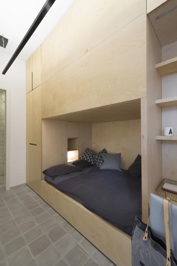 Una casa que dobla el espacio ideas arquitectos for Cama que se dobla
