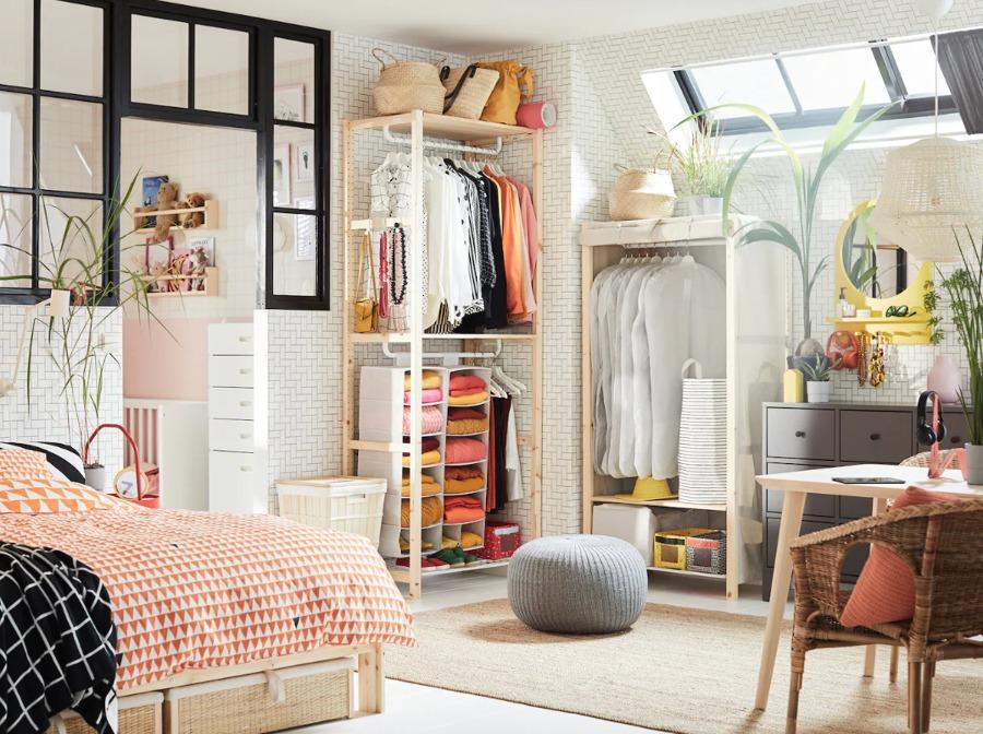 dormitorio con colchón y muebles de IKEA