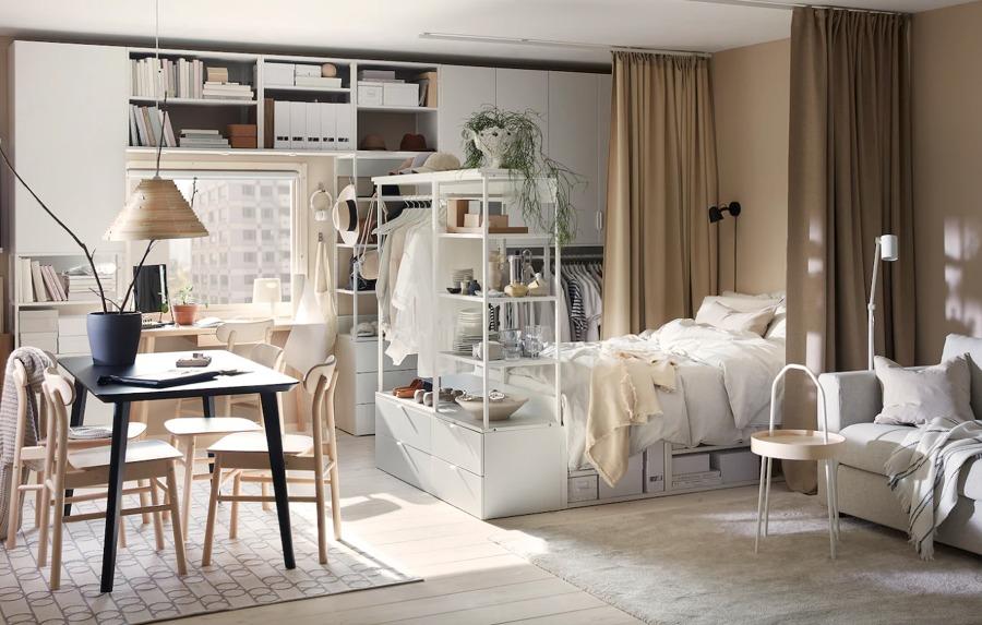 Dormitorio con colchón y zona de trabajo de IKEA