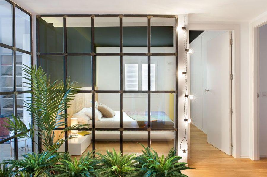 Dormitorio con cristalera