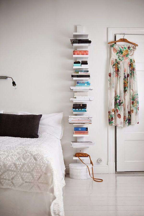 Dormitorio con estantería para libros
