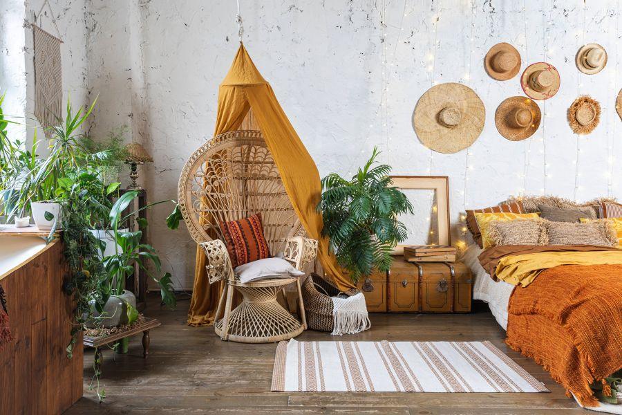 Dormitorio con muebles restaurados