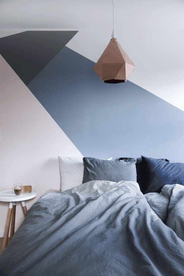dormitorio con pantone rosa cuarzo y pantone serenidad