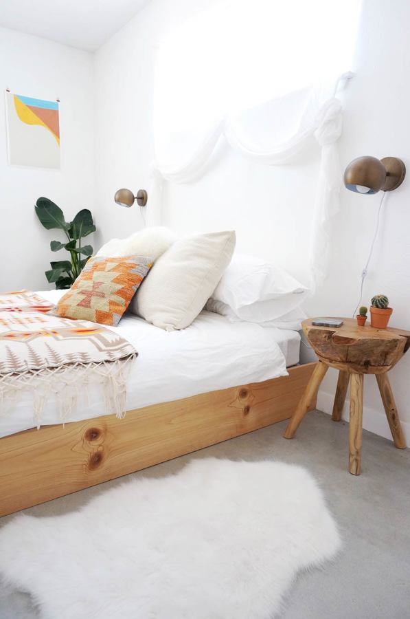 Dormitorio con textiles naturales