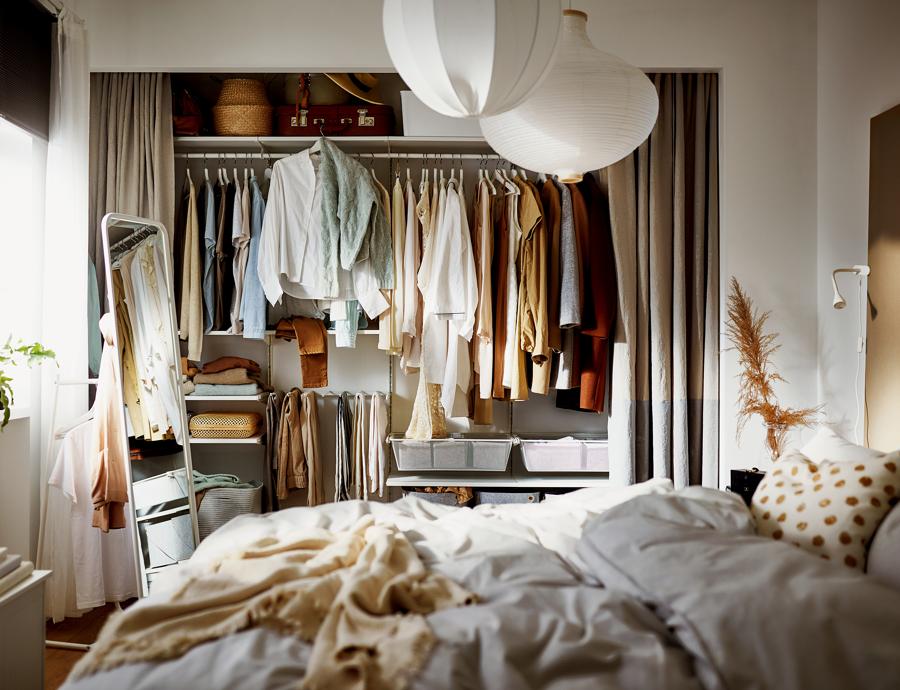 Dormitorio con vestidor abierto IKEA 21.