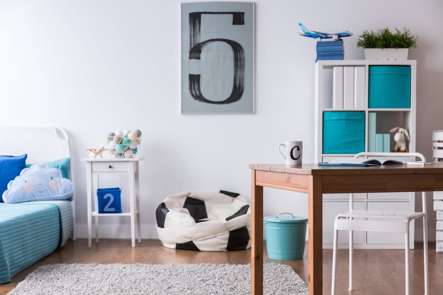 Dormitorio con zona aislada para estudiar