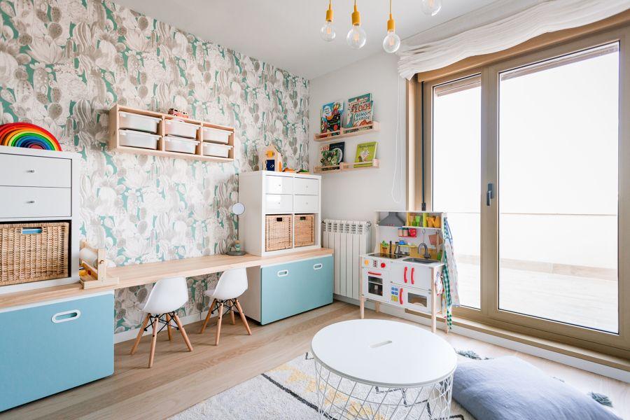 Dormitorio con zona de estudio para dos