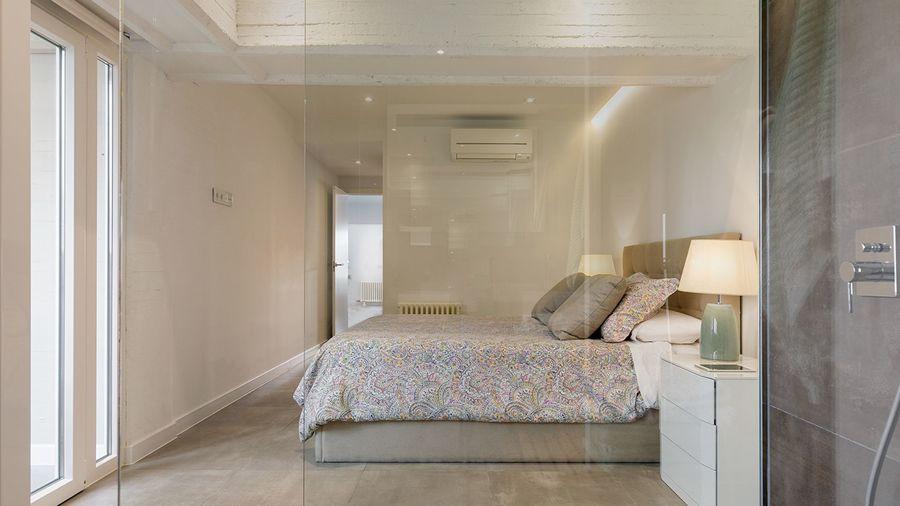 Dormitorio de estilo nórdico minimalista