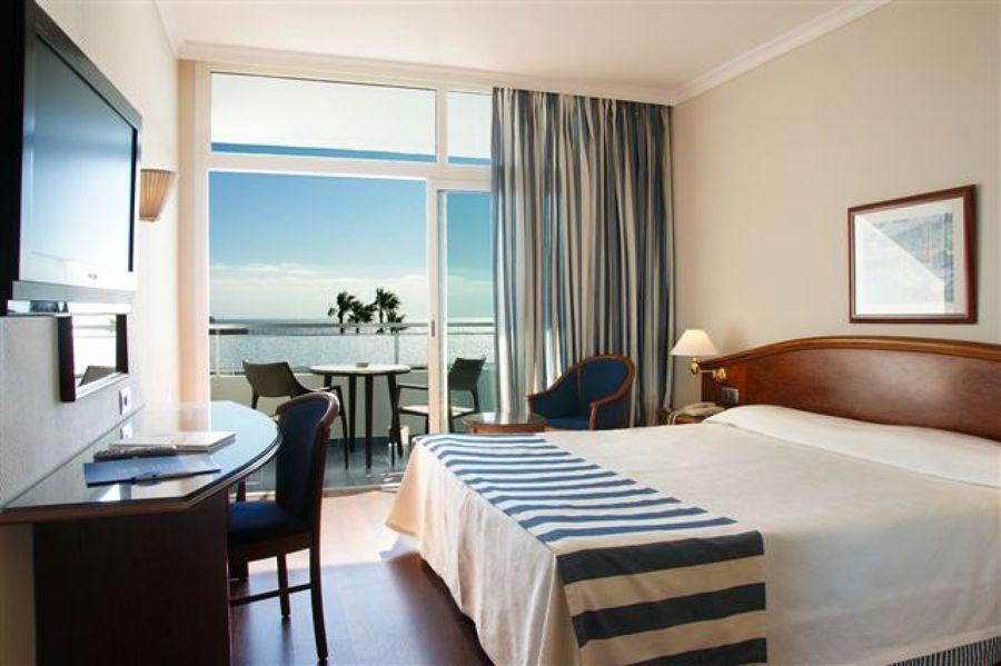 Dormitorio de hotel decorado