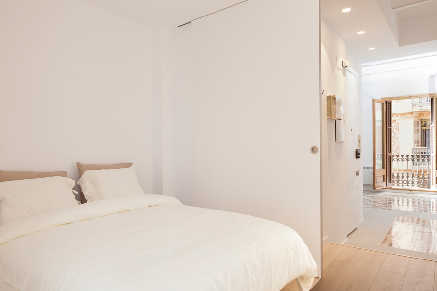 Dormitorio de invitados con puerta corredera