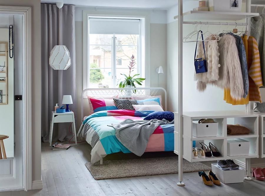 Dormitorio doble con mobiliario y colchón de IKEA
