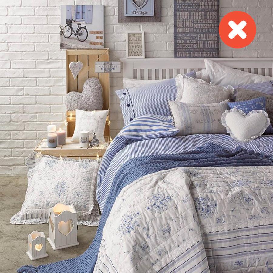 Dormitorio en azul pastel y blanco
