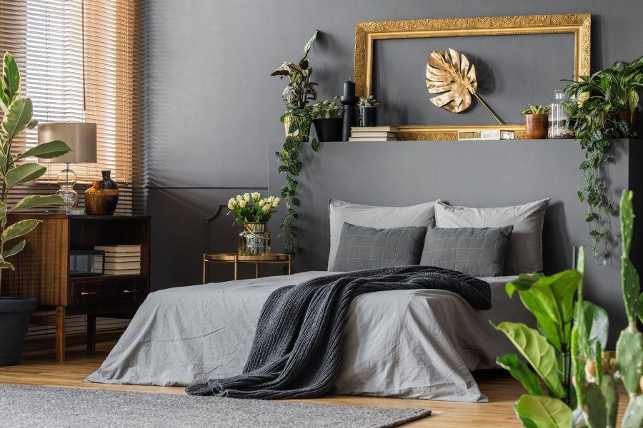 Dormitorio en gris y detalles dorados