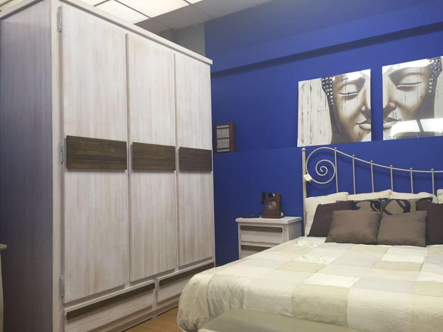 Foto: Dormitorio en Pino Texturizado. de Muebles Fernández #1862578 ...