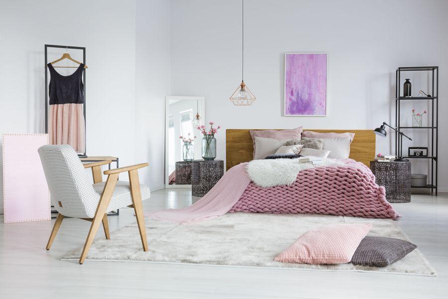 Dormitorio en tonalidades rosa