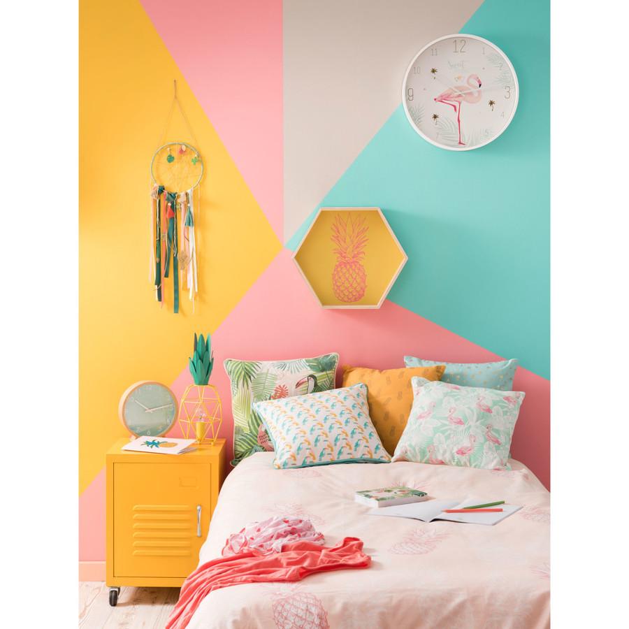 Dormitorio en tonos pastel y flúor