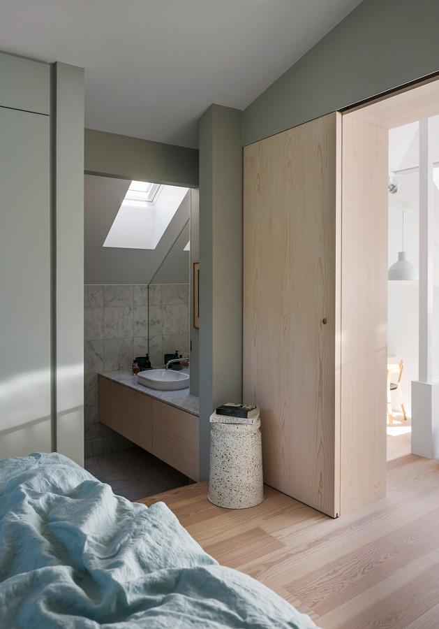Color y vegetaci n con aires n rdicos ideas arquitectos for Dormitorios verde agua