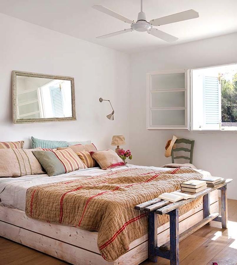 Una casa en formentera con mucho encanto ideas muebles - Muebles estilo mediterraneo ...